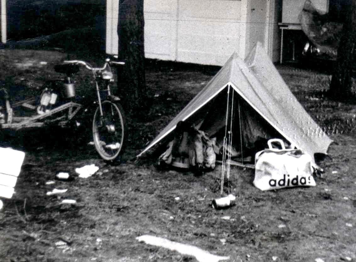 1971 Lions Rally Zolder mon Side mob grise AV44 avec ma tente.jpg