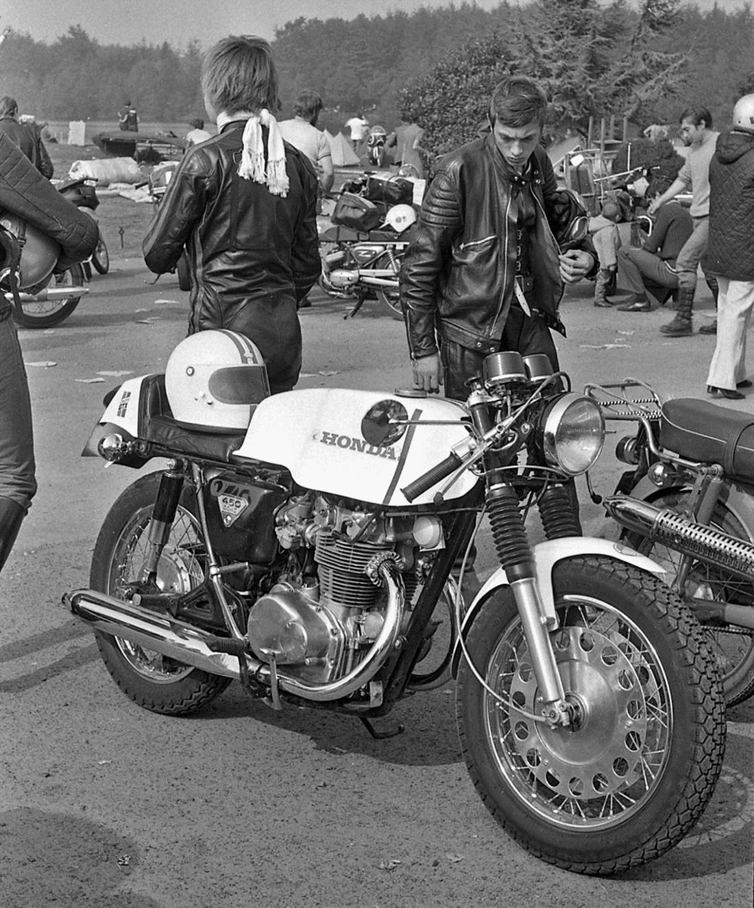 Bruges Cheval d'Acier 1971 Honda CB450 équipée Moto Plastic.jpg
