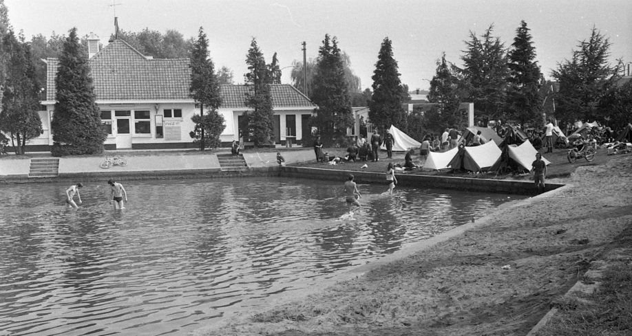 Bruges Cheval d'Acier 1971 le lac de Loppem et mon side car.jpg