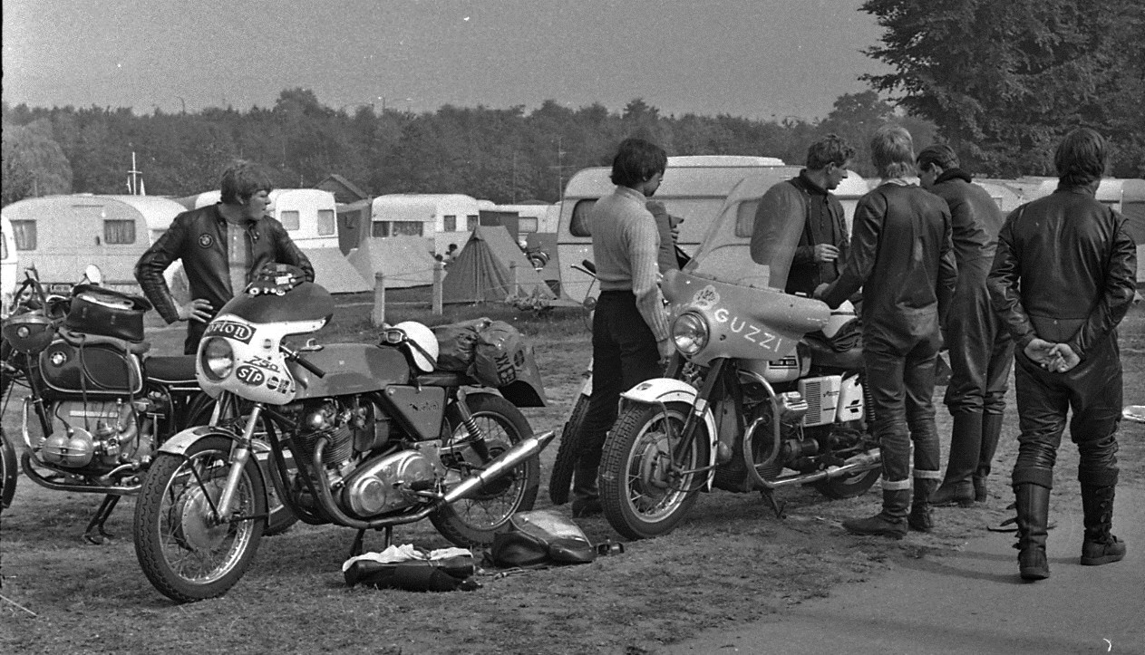 Bruges Cheval d'Acier 1971 photo blog 15 Norton et Moto Guzzi V7 Special.jpg