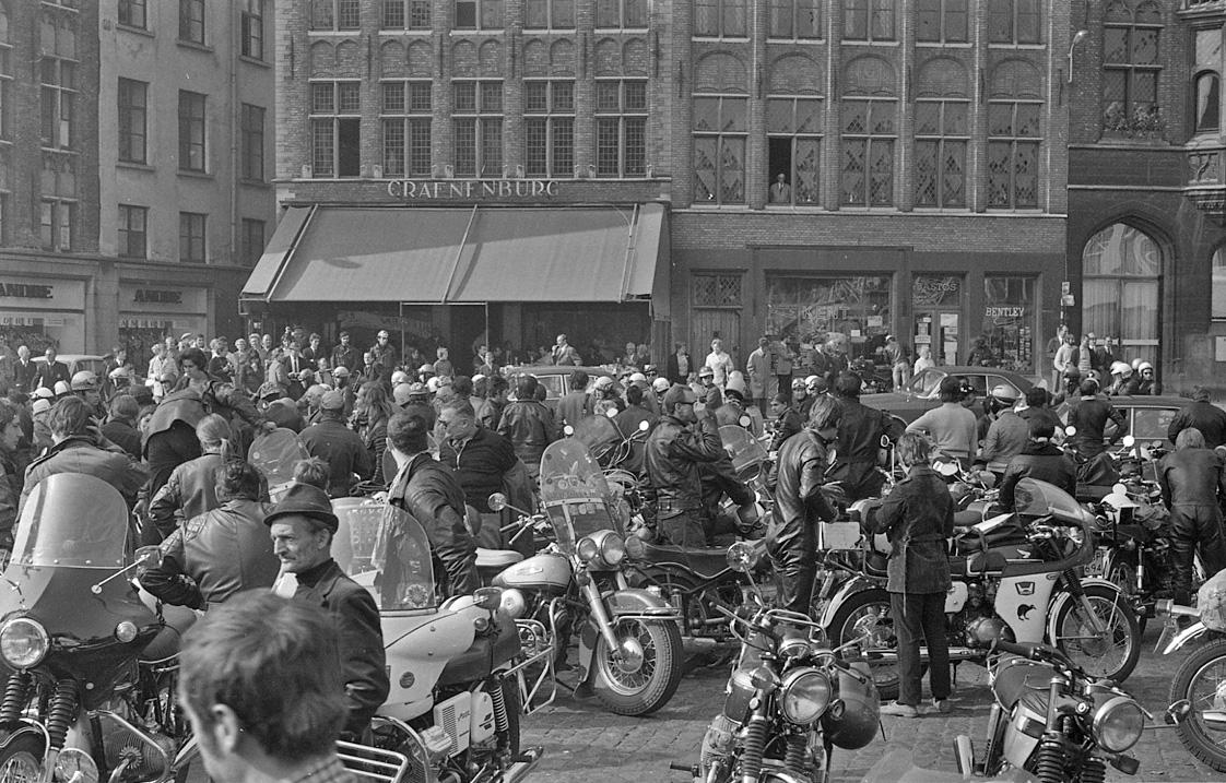 Bruges Cheval d'Acier 1971 place de Bruges.jpg