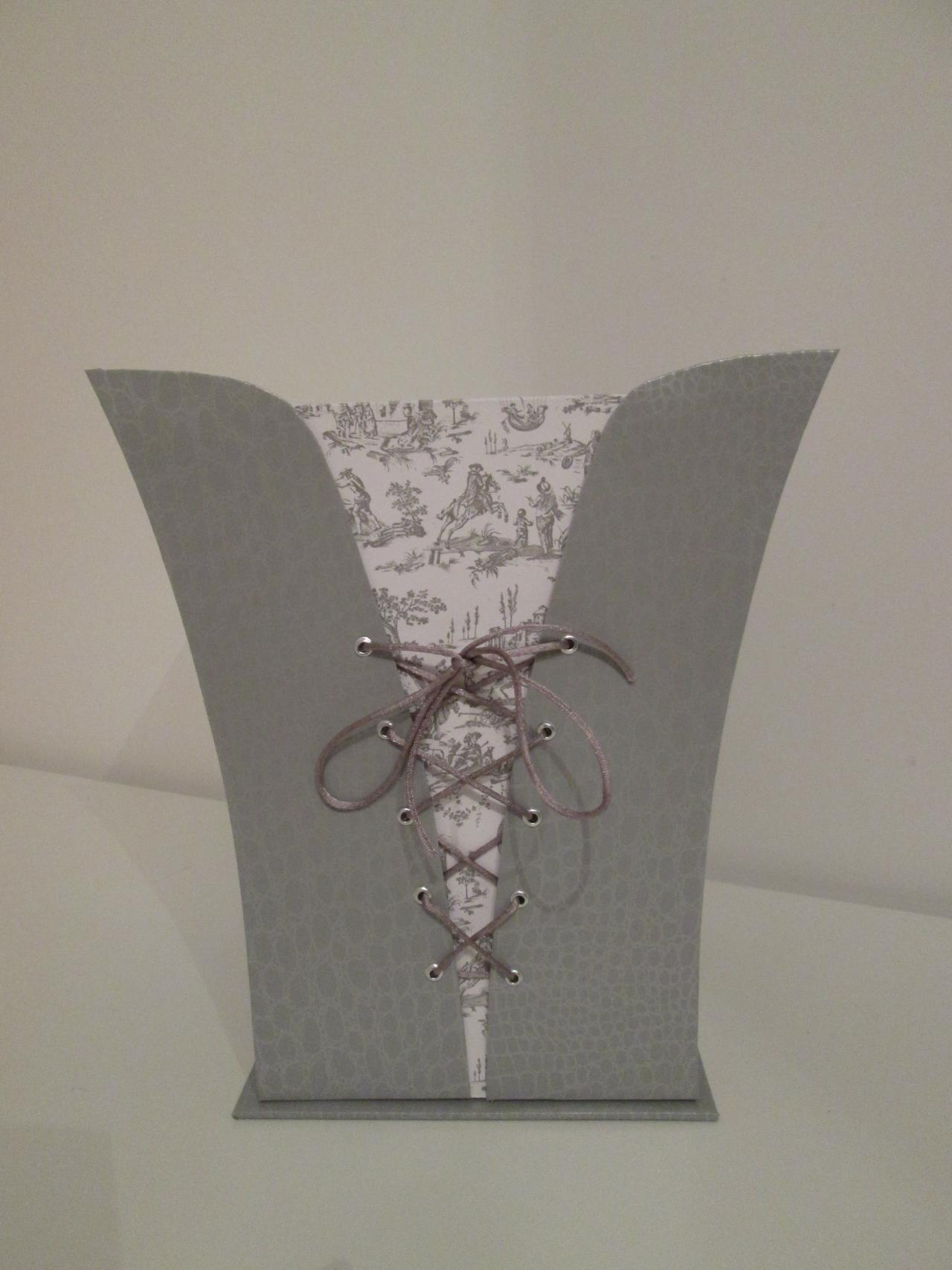 la corbeille de bureau fa on corset miroir des r ves. Black Bedroom Furniture Sets. Home Design Ideas