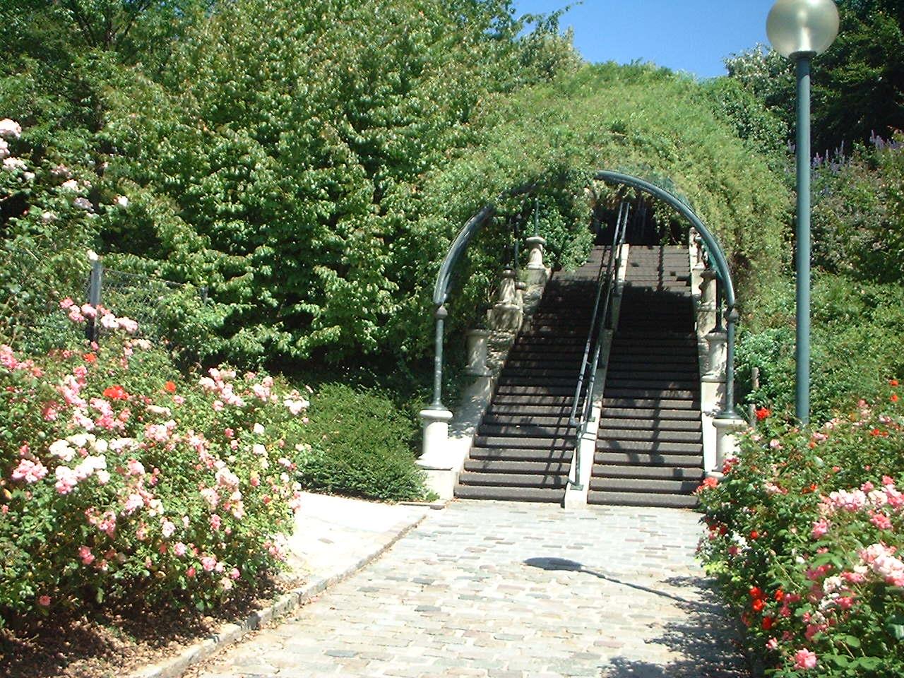 Parc_de_Belleville_Paris_01.jpg