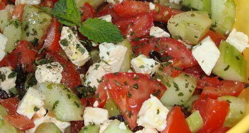 salade de tomates feta concombre....jpg