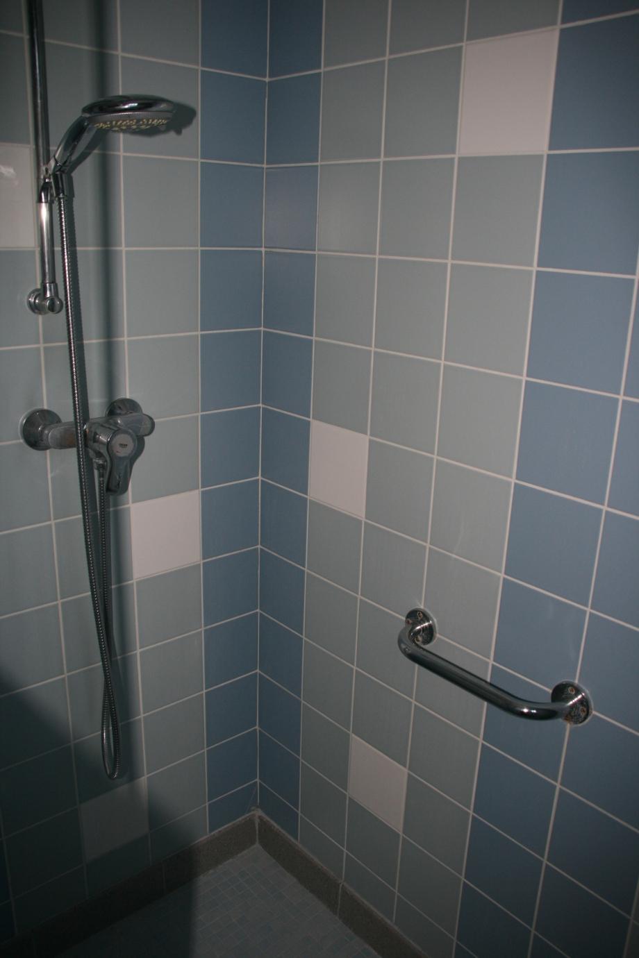 salle d'eau  (2).JPG