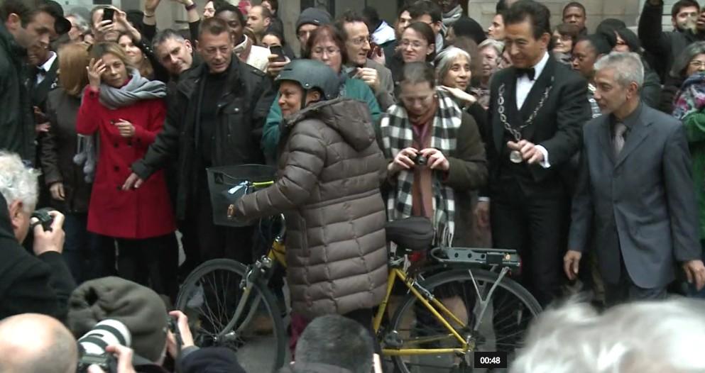 Taubira à bicyclette.jpg