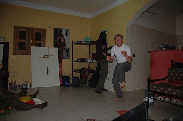 J'ai commencé à peindre quand j'ai cessé de danser. Mais je danse encore quand je peins...