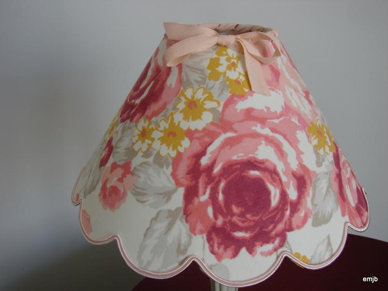 petit prix abat jour festonn jolies fleurs panouies diam 25cm le grenier d 39 eug nie. Black Bedroom Furniture Sets. Home Design Ideas