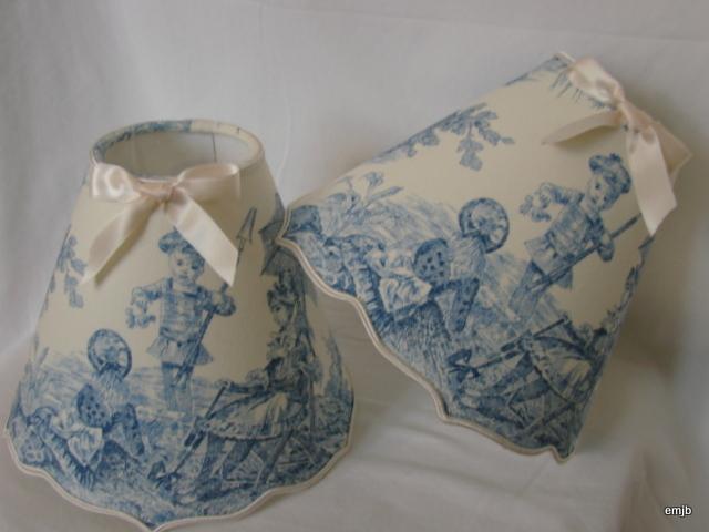Commande Client:  2 abat-jour toile de jouy bleu, festonné  20cm