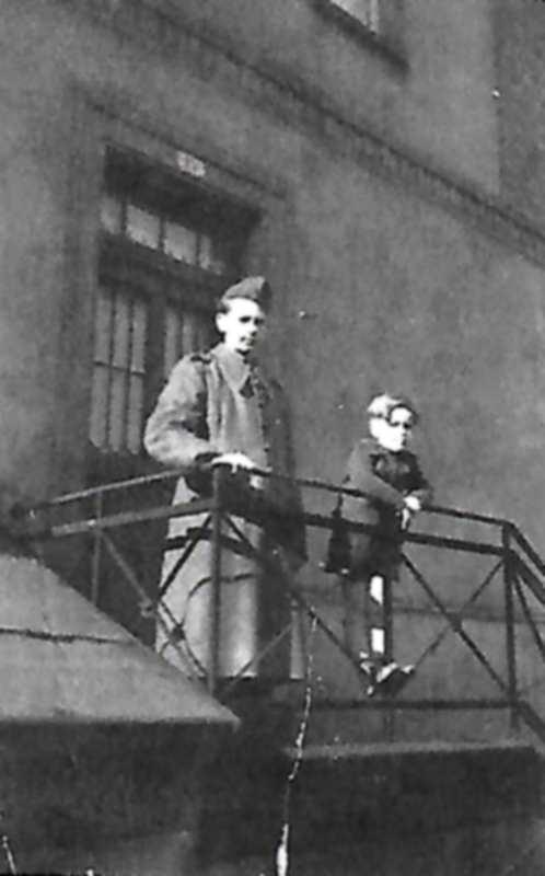 1945 paté soldat fronz 4 ans.jpg