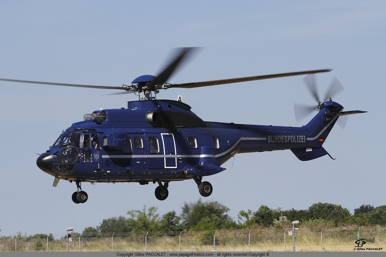 d-hega-aerospatiale-as332-super-puma-3415.JPG