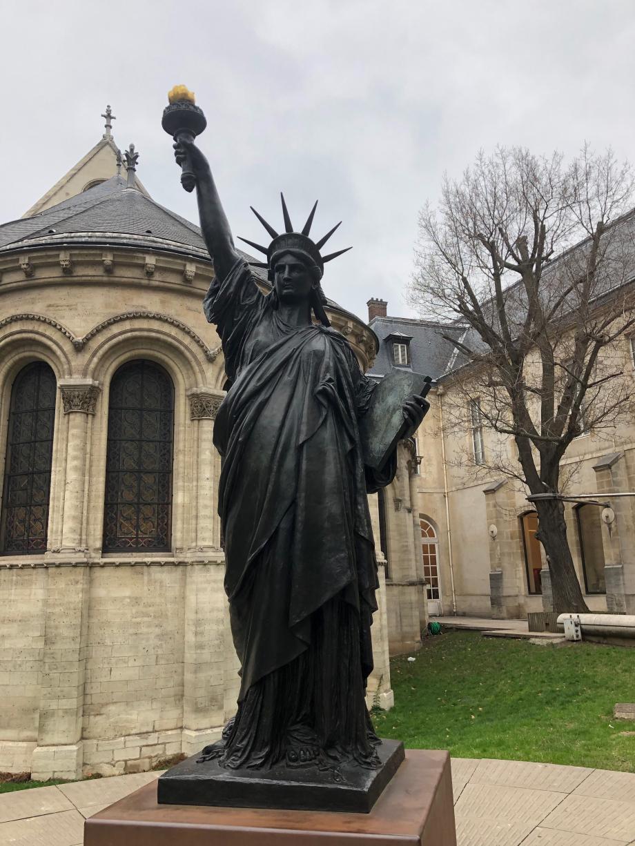 une des statues de la liberté de Bartholdi que l'on peut voir à Paris