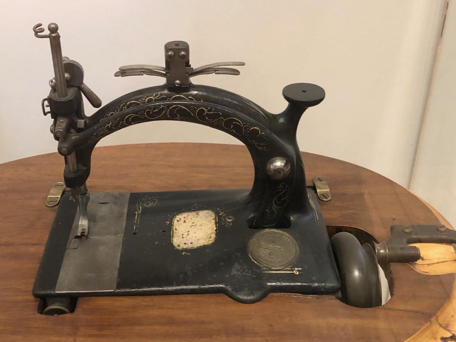 Machine à coude sur pied PEUGEOT 1877