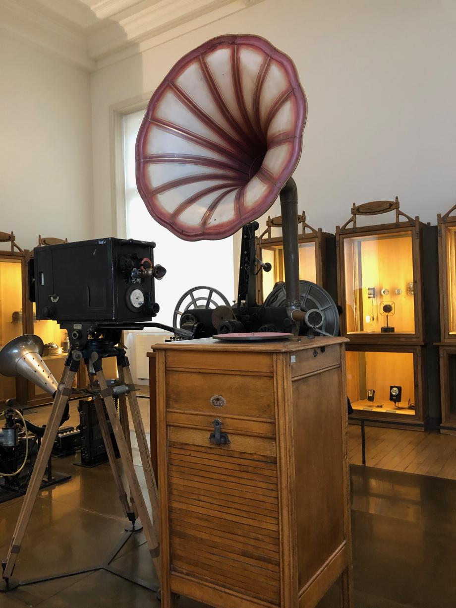 Phonographe Pathé à pavillon pour auditions publiques 1922