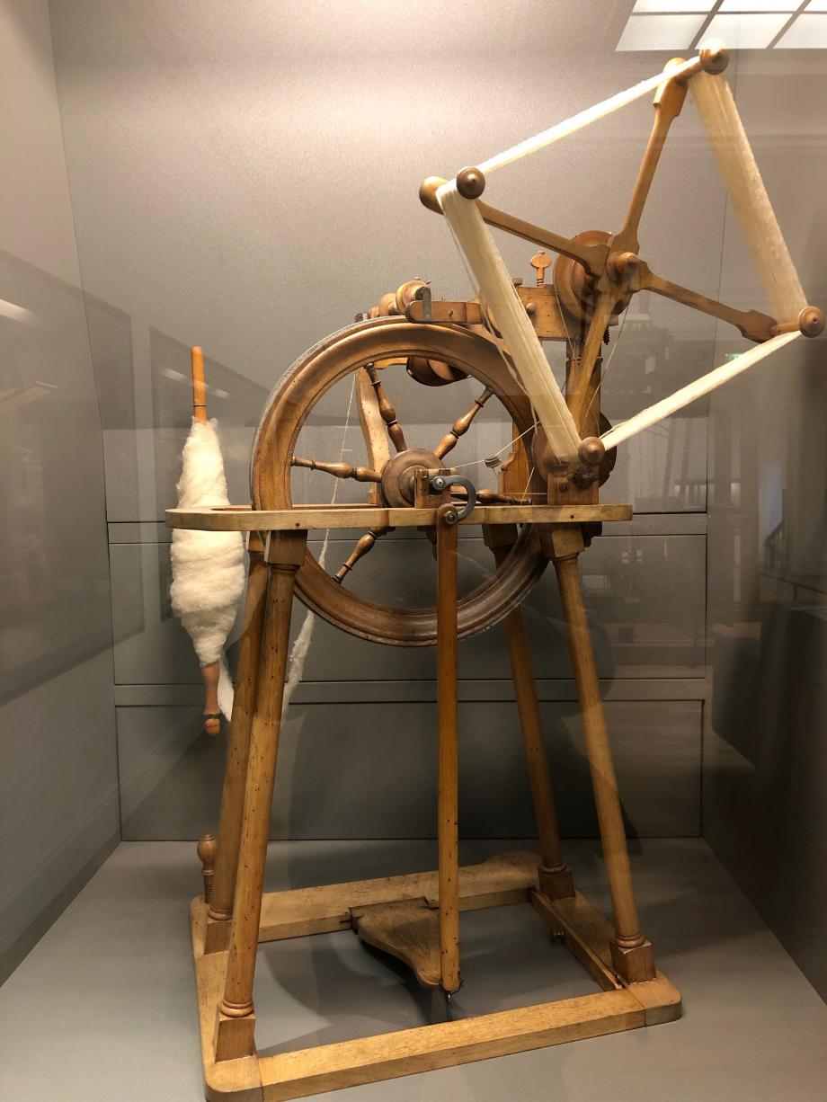 J'ai retrouvé le rouet de la Belle au Bois Dormant Rouet à filer avec dévidoir fin XVIIIème siècle