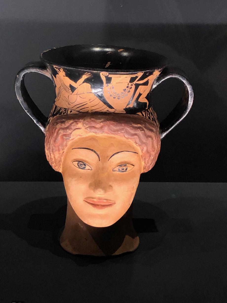 Canthare plastique : tête féminine terre cuite vers 510/500 avant JC
