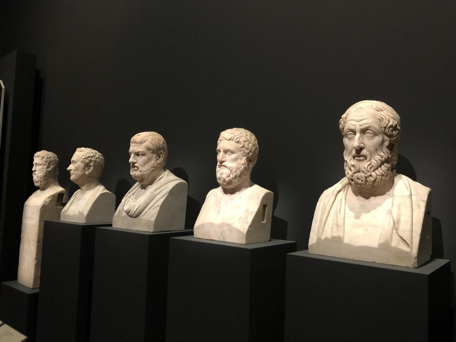 quelques bustes d'hommes