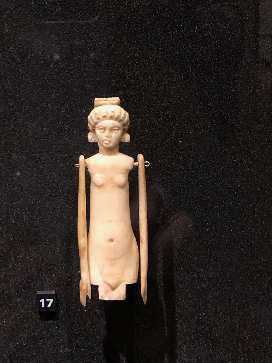 l'ancêtre de la poupée ? poupée articulée : figure féminine vers 250/270 après JC