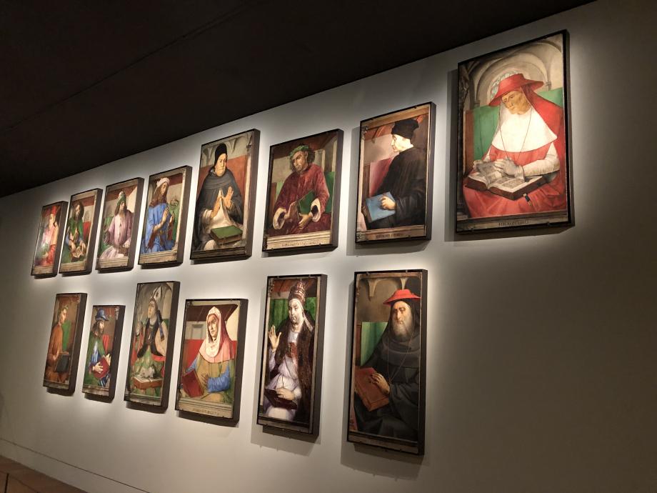 ces 14 portraits appartiennent à la série des 28 effigies d'hommes illustres qui décoraient les murs du Studiolo du duc Federico de Montefeltro (1422-1482) dans son palais d'Urbino ils ont été vendus au Marquis de Campana en 1812