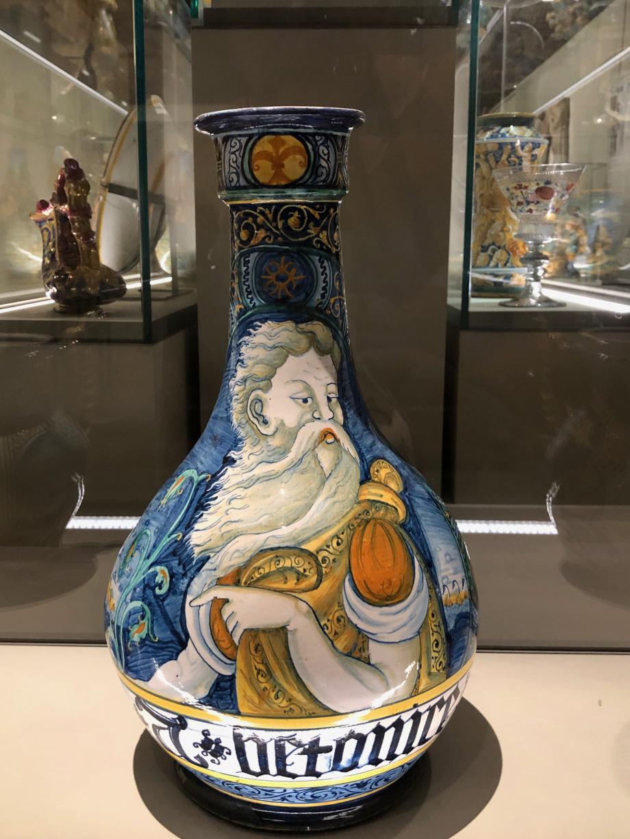 bouteille buste de vieillard faïence ves 1540 1560