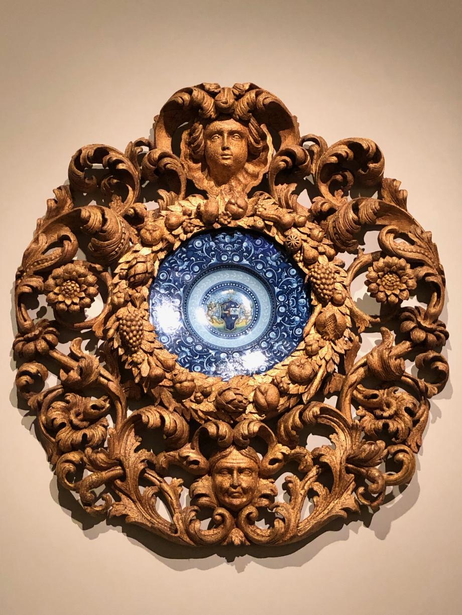 plat armorié à décor des grotesques faïence vers 1525 1530