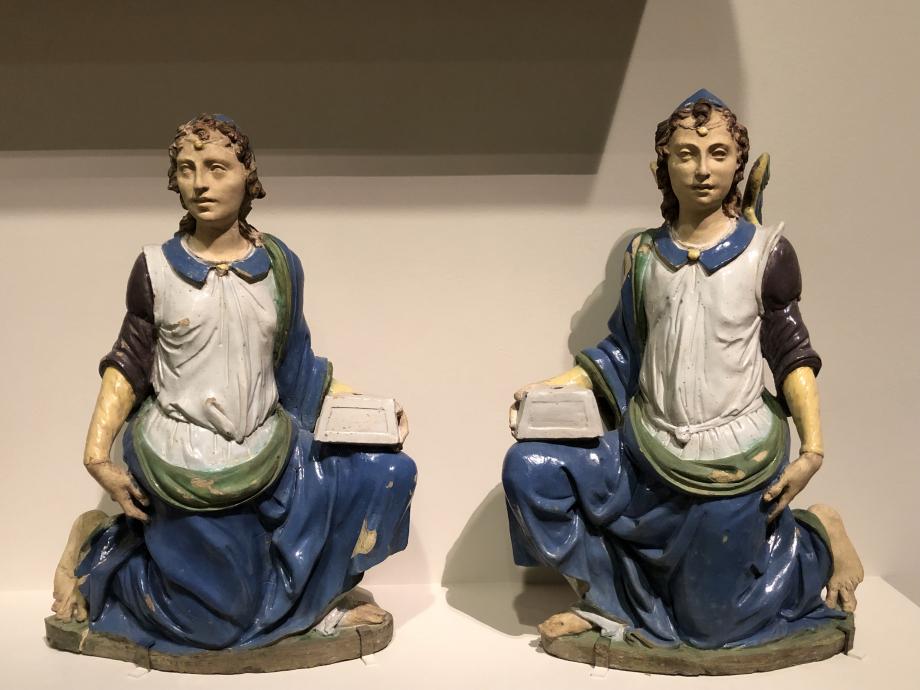 deux anges porte-candélabre terre cuite partiellement émaillée, traces de peinture à froid premier quart du 16ème siècle