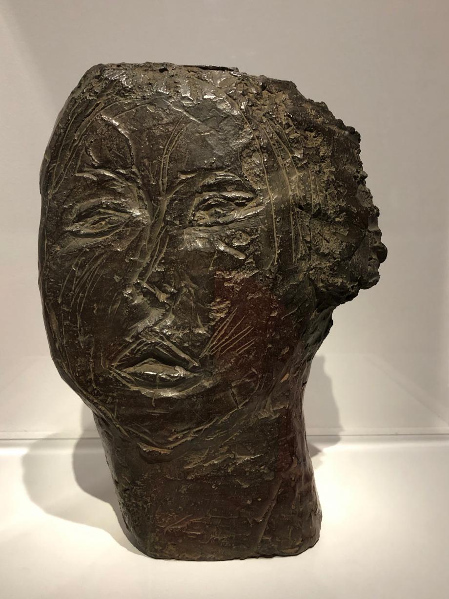 Tête de femme (Flora Maya) 1926 Flora Mayo était une jeune sculptrice américaine qui fréquentait les cours de Bourdelle à la même époque que Giacometti