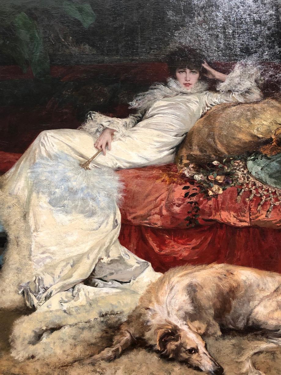 Georges Clairin - Portrait de Sarah Bernhardt - 1876 Au Salon de 1876, toute la presse remarque la beauté singulière de ce portrait. Gloire montante du Théâtre Français (Comédie Française de nos jours), elle vient d'emménager dans un hôtel particulier près du parc Monceau. Ce tableau fut l'un des préférés de Sarah Bernhardt qui le conserva toute sa vie. Georges Clarin qui fut l'ami (et l'amant) de Sarah Bernhardt resta durant cinquante ans le portraitiste attitré de la comédienne.