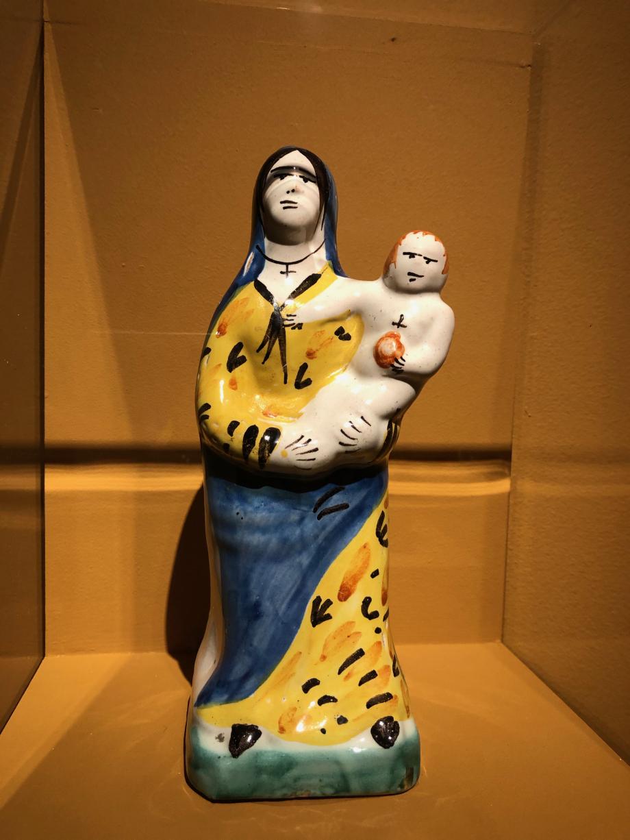Vierge à l'enfant roux - 1936 - faïence de Quimper - MUCEM Marseille
