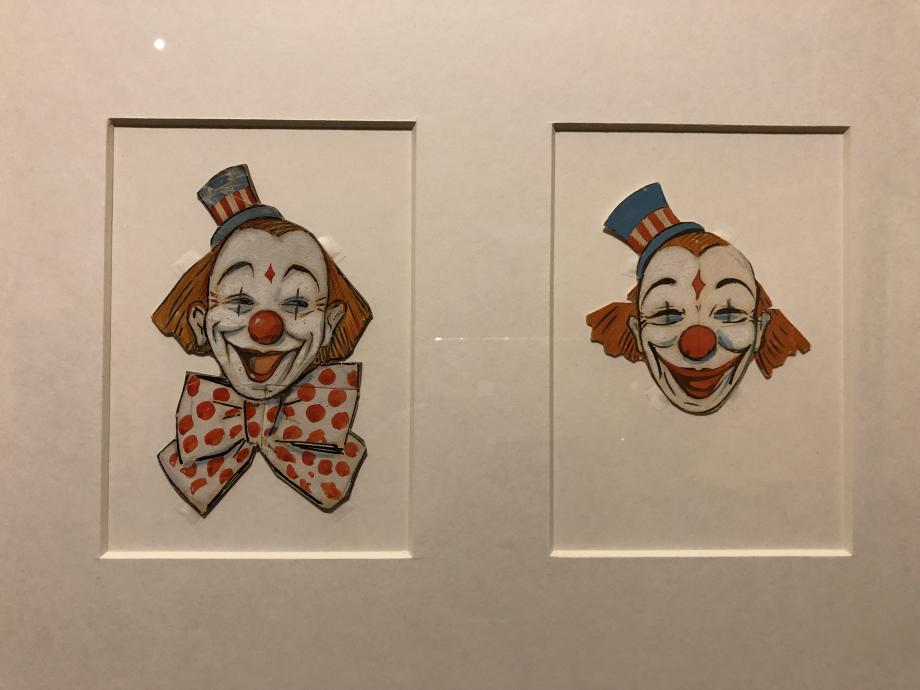 Clowns - XXème siècle - MUCEM  Marseille Au cirque, l'auguste au nez rouge et cheveux roux est celui qui fait rire contrairement au clown blanc