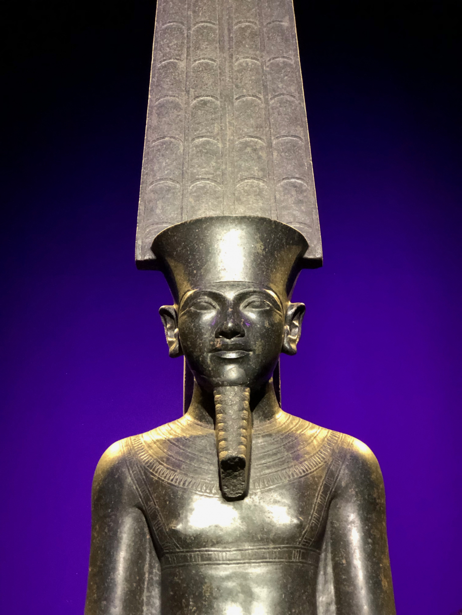 Le Dieu Amon qui protège Toutânkhamon