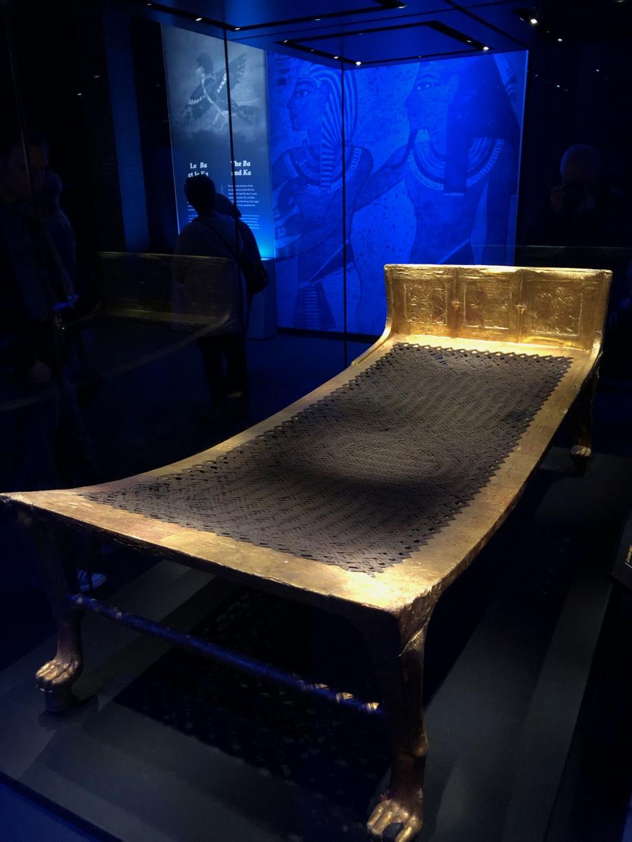 Lit en bois doré Lit en ébène recouverte de feuilles d'or.  Visible pour la première fois hors d'Egypte