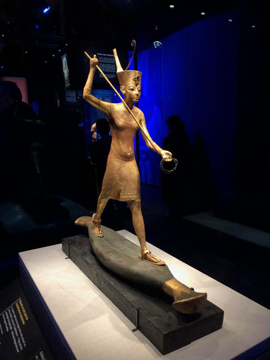 Statuette en bois doré de Toutânkhamon harponneur
