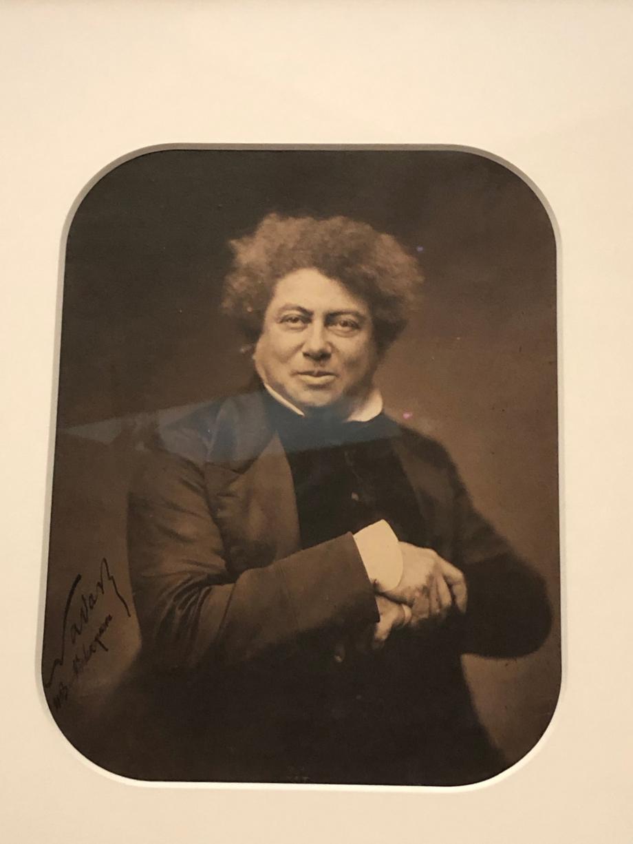 Nadar Alexandre dumas, à mi-corps, de trois quarts à droite, le visage de face 1855 BNF, Paris