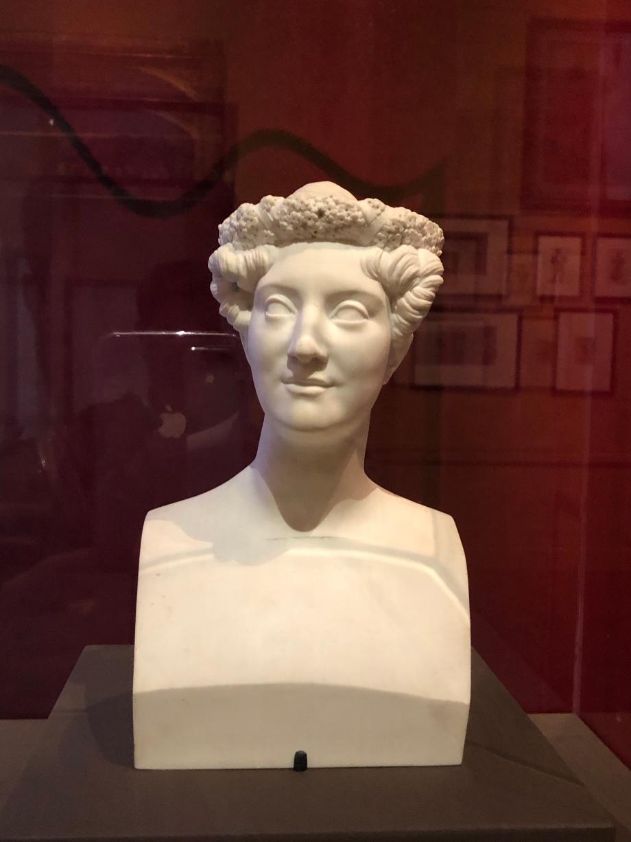 Pierre-Jean David d'Angers Mle Mars - 1825  Mle Mars, la perfection vivante, fut pendant plus de 40 ans, l'étoile incontestée du Théâtre-Français. Tout en défendant le répertoire ancien, elle créa aussi plus de cent rôles inédits.  Paris, Musée de la vie romantique