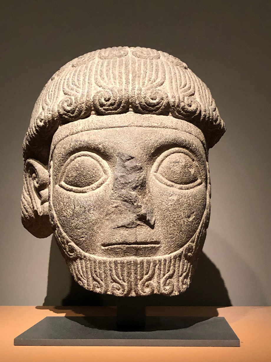 Tête de la statue de Katuwa Karkemish (Turquie) vers 925 av JC  Paris, Musée du Louvre