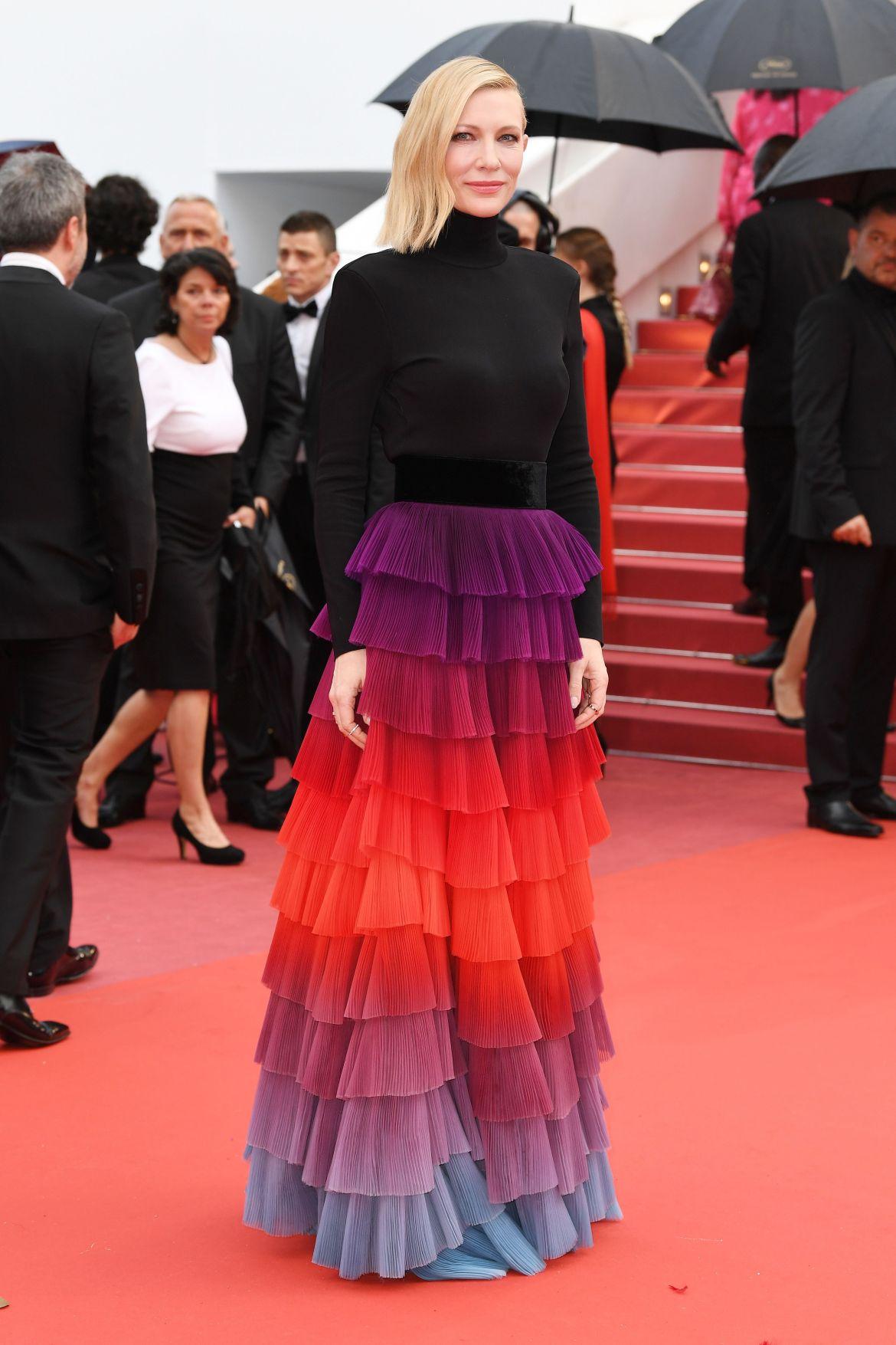 Cate Blanchett alors présidente du jury pour la montée des marches du Festival de Cannes le 14 mai 2018