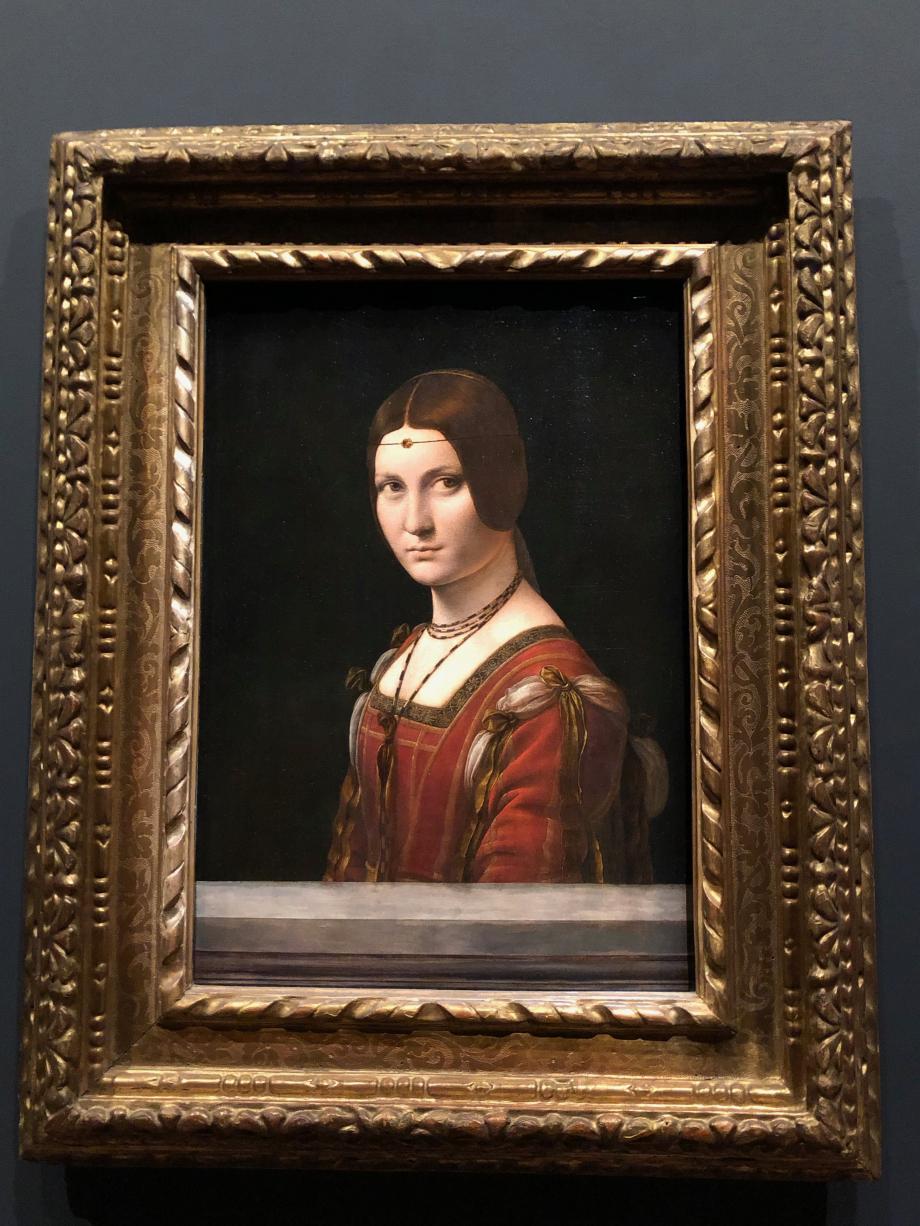 Léonard de Vinci Portrait d'une dame de la cour de Milan, dite La Belle Ferronnière vers 1490 1497 Paris, Musée du Louvre  C'est par une erreur dont le peintre français Ingres est responsable que le nom d'une maîtresse de François Ier fut associé à ce tableau. Les historiens reconnaissent dans ce tableau Béatrice d'Este, femme du More, Lucrezia Crivelli, son amante en 1495 ou Isabelle d'Aragon, épouse du duc en titre (on ne sait pas quoi !)