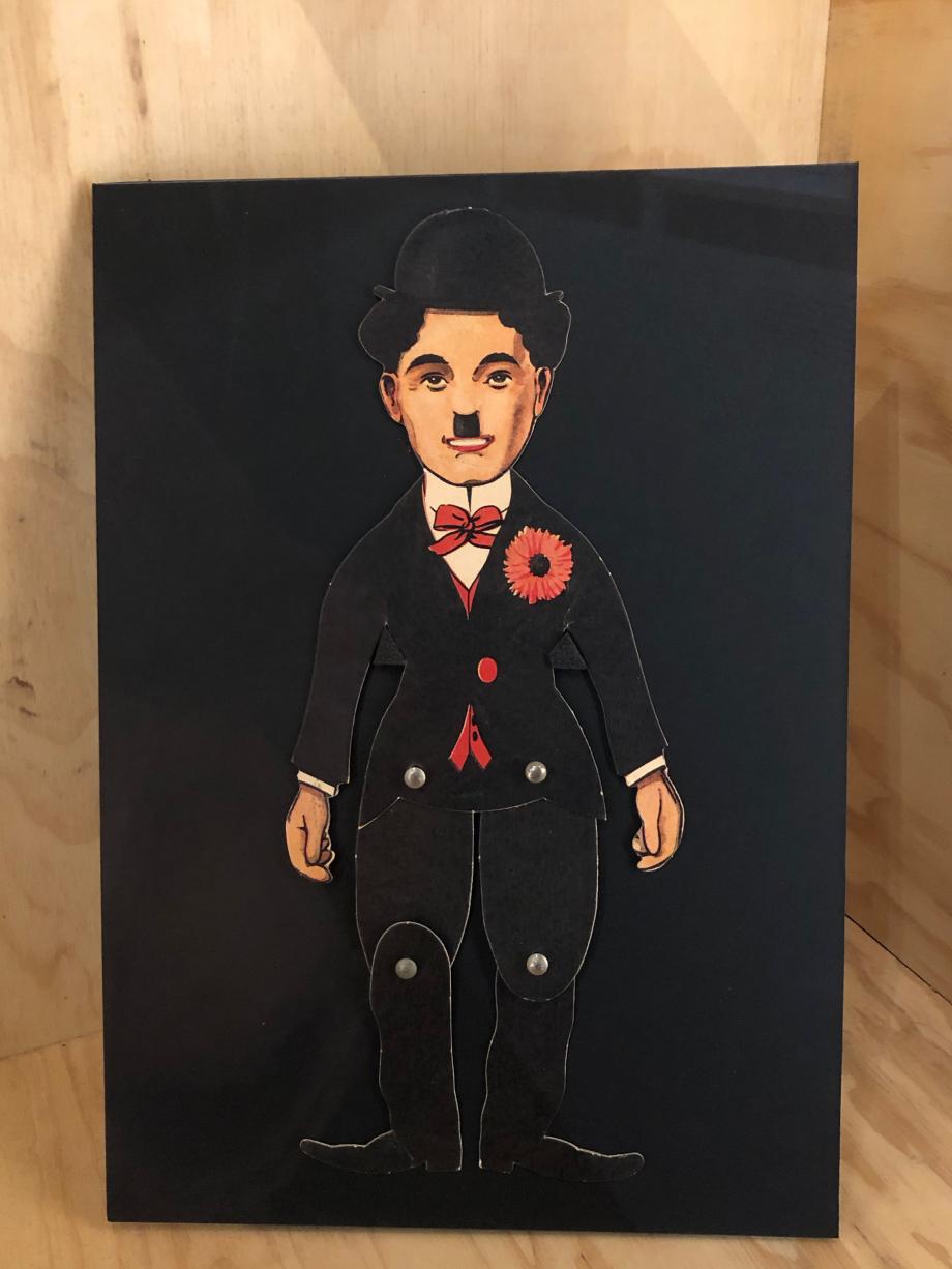Dancing Charlie : petite marionnette articulée et son enveloppe, années 1930