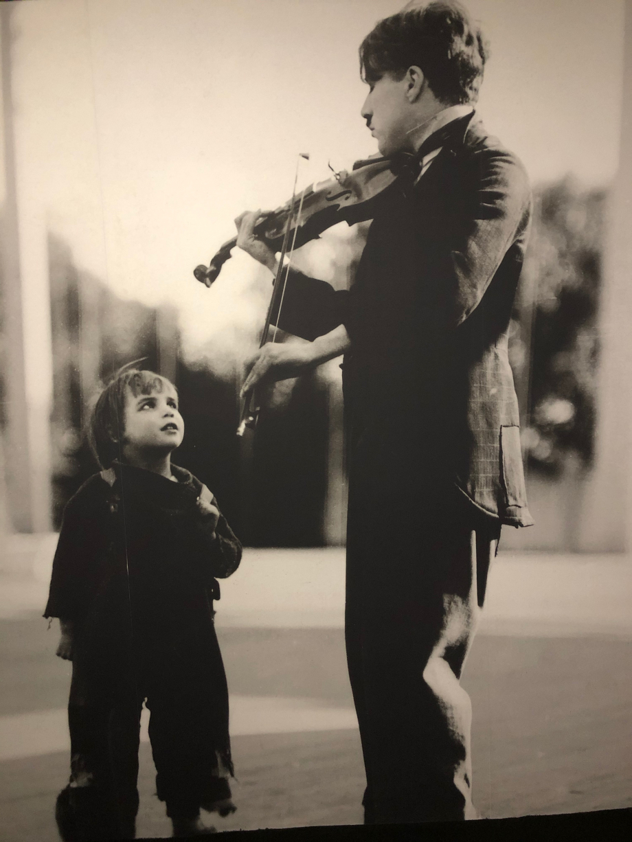 Chaplin et Jackie Coogan pendant le tournage du Kid vers 1919 1920