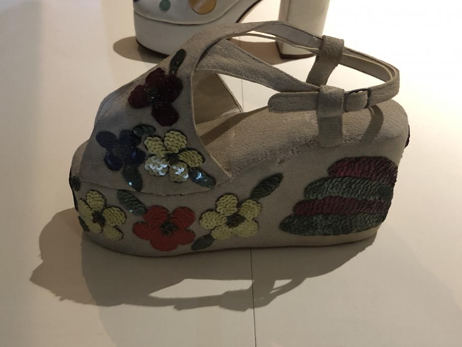 George Levy pour Cédric Chaussure pour femme fin des années 1930 Paris Crêpe, cuir, celluloïd et laiton Paris, Collection Catherine Levy