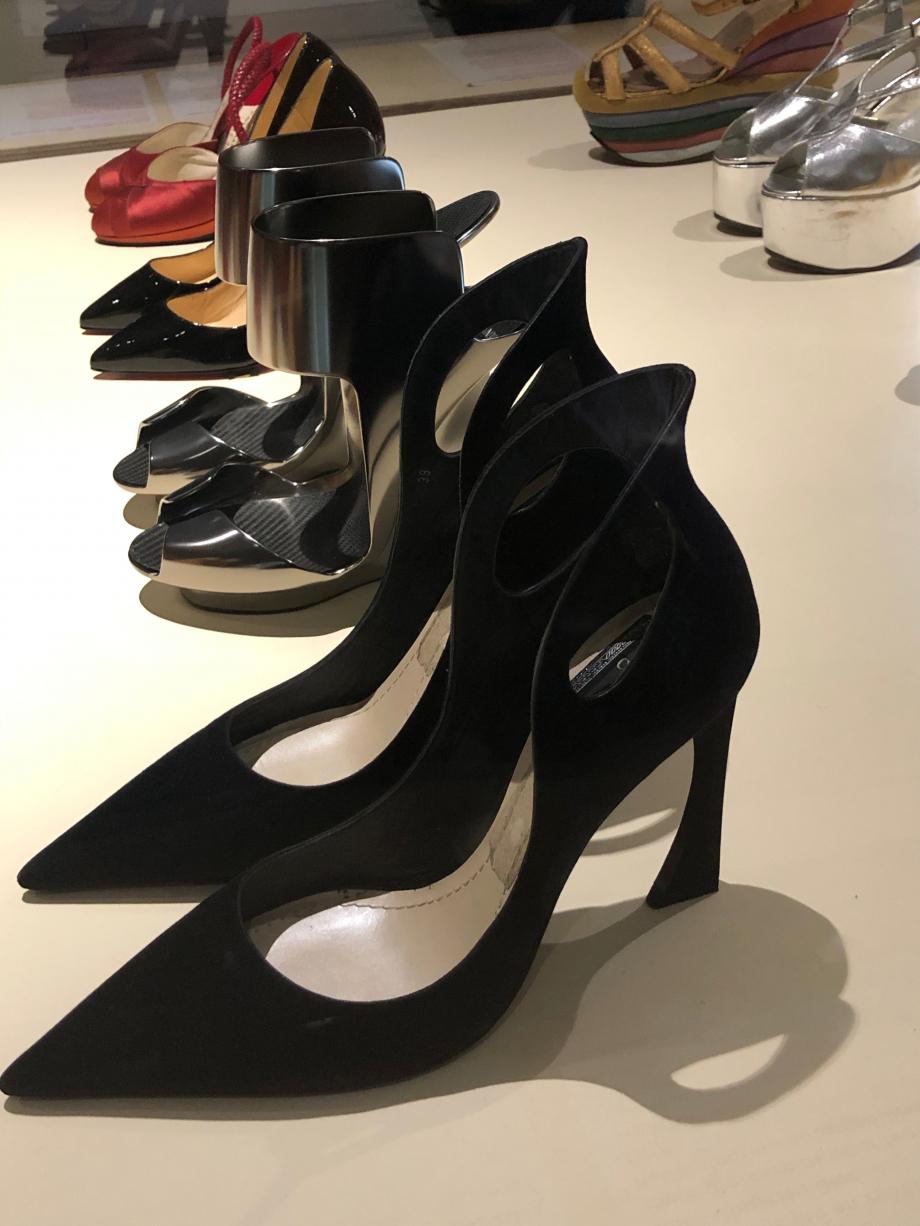 Raf Simons pour Christian Dior Paire d'escarpins pour femme, collection haute couture automne hiver 2014-2015 Paris Cuir et veau velours Paris, Musée des Arts Décoratifs