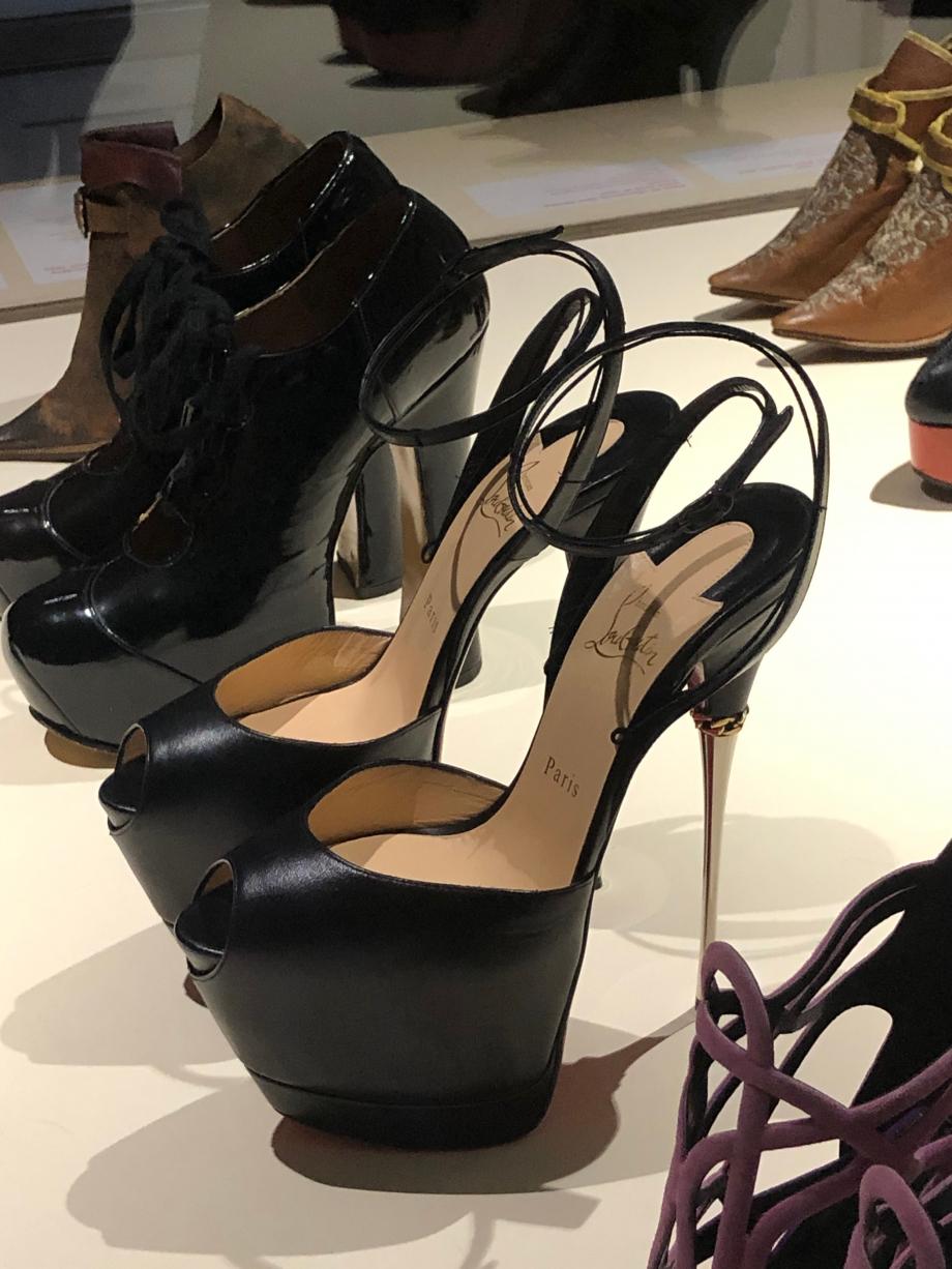 Christian Louboutin Paire de chaussures pour femme modèle
