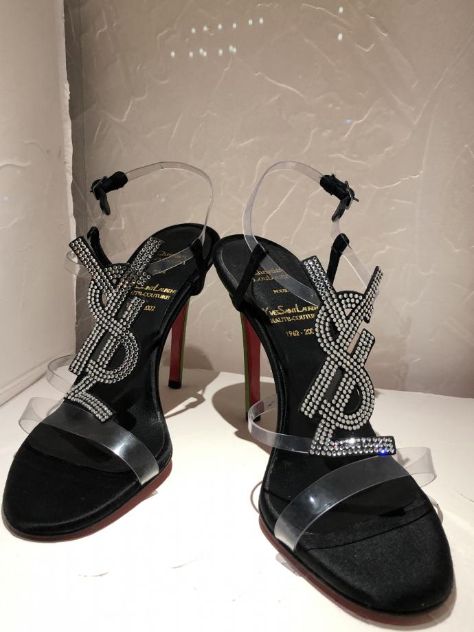 Sandale Yves Saint-Laurent Sandale réalisée pour le dernier défilé Haute Couture de Yves Saint-Laurent 2002 Satin,  PVC et stass