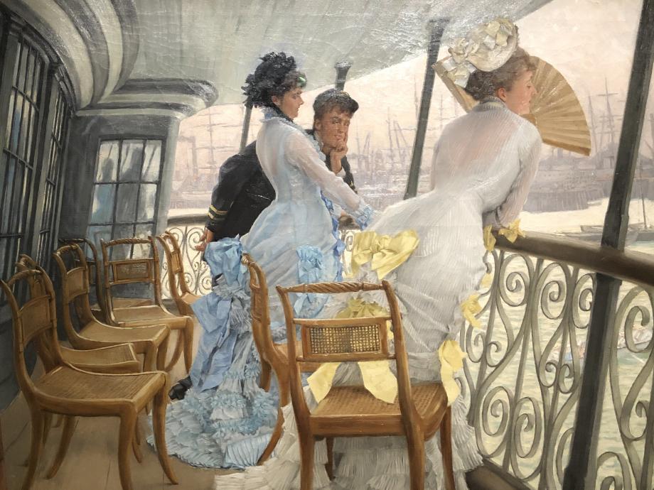 The Gallery of HMS Calcutta (Portsmouth) 1877 Londres, Tate  Un jeune officier, porteur d'une alliance, couve du regard deux élégantes en robe de mousseline translucide