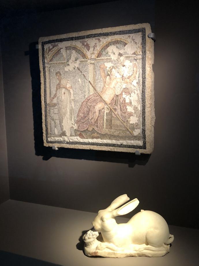 Statue de lain recroquevillé sur lui-même Fontaine le long de la rue du Vésuve