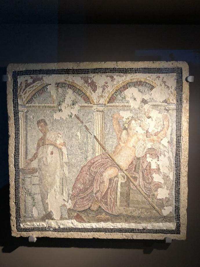 Mosaïque à petites tesselies représentant Dionysos et Ariane Fontaine le long de la rue du Vésuve
