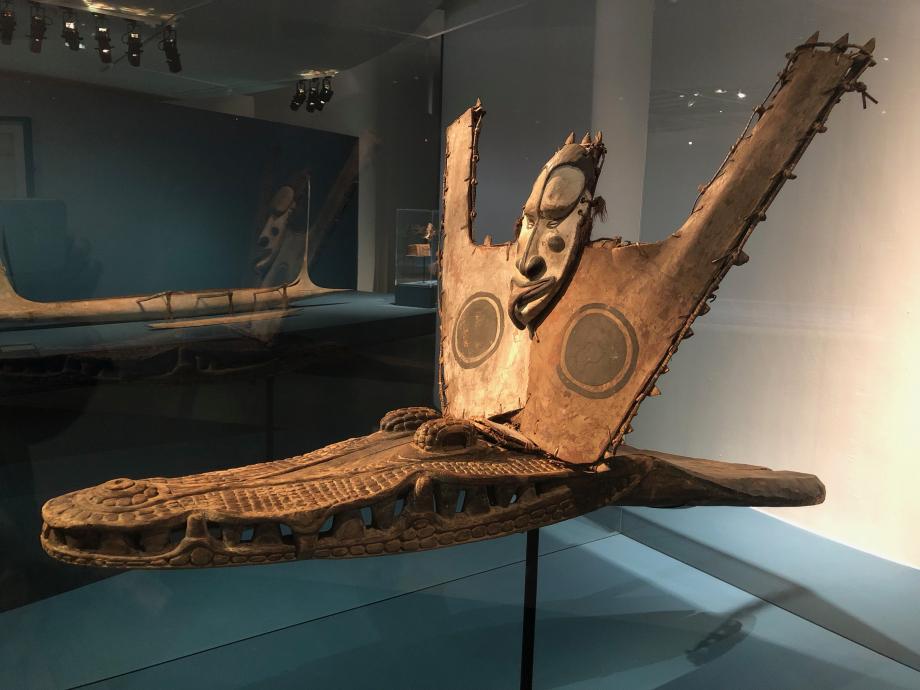 Savi, bouclier de pirogue et proue en forme de crocodile début du XXè siècle Papouasie-Nouvelle-Guinée Musée der Kulturen Basel, Bâle, Suisse