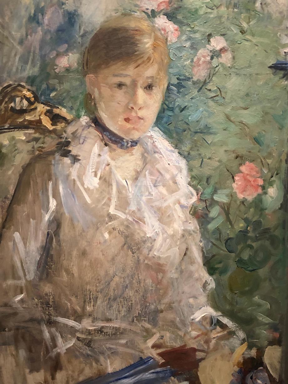 Été dit aussi Jeune Femme près d'une fenêtre - 1879 Montpellier, Musée Fabre Berthe expose ce tableau sous le titre Été à l'exposition impressionniste de 1880 en pendant avec Hiver. Elle personnifie les saisons sous les traits de jeunes femmes à la mode.