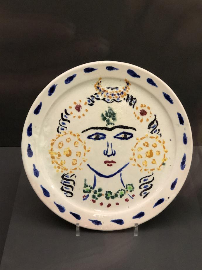Tête de jeune femme, vers 1909 Faïence stannifère à décor de grand feu polychrome Musée de Grenoble